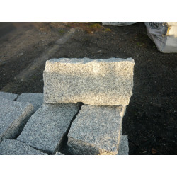 Oporniki granitowe łupane